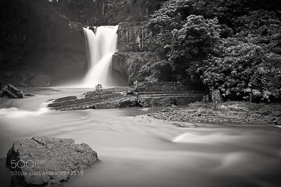 The fantastic Tegenungan waterfall in Bali.It´s not so crowded with tourist here, so you can make your Long Exposure in peace... :-)