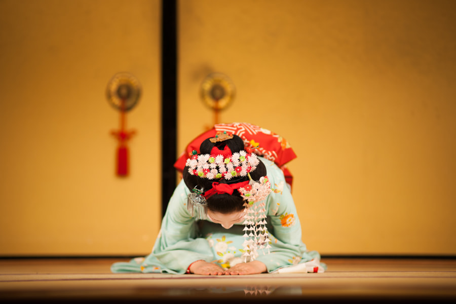 Photograph A Geisha's Answering A Curtain Call by 咪咪 沈 on 500px