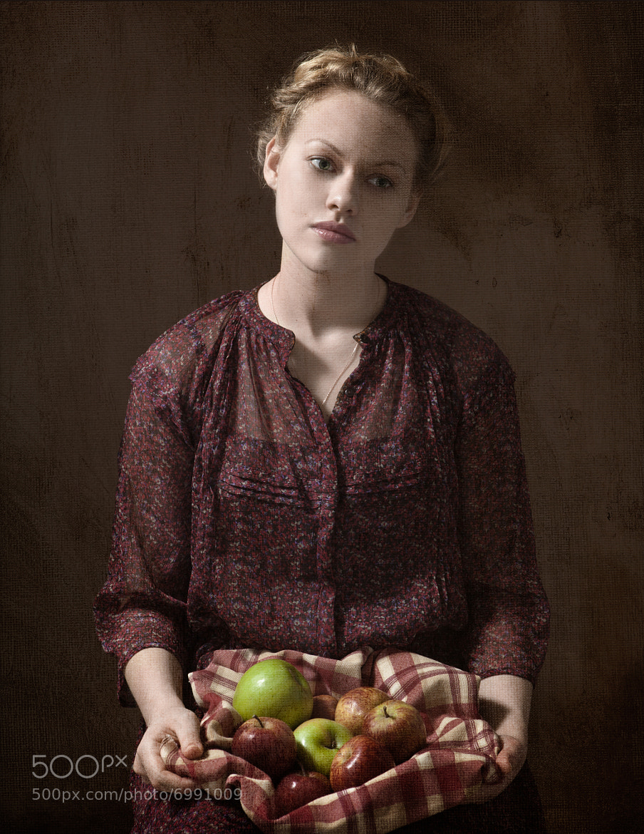 Photograph Girl with apples by Maria Kanevskaya on 500px