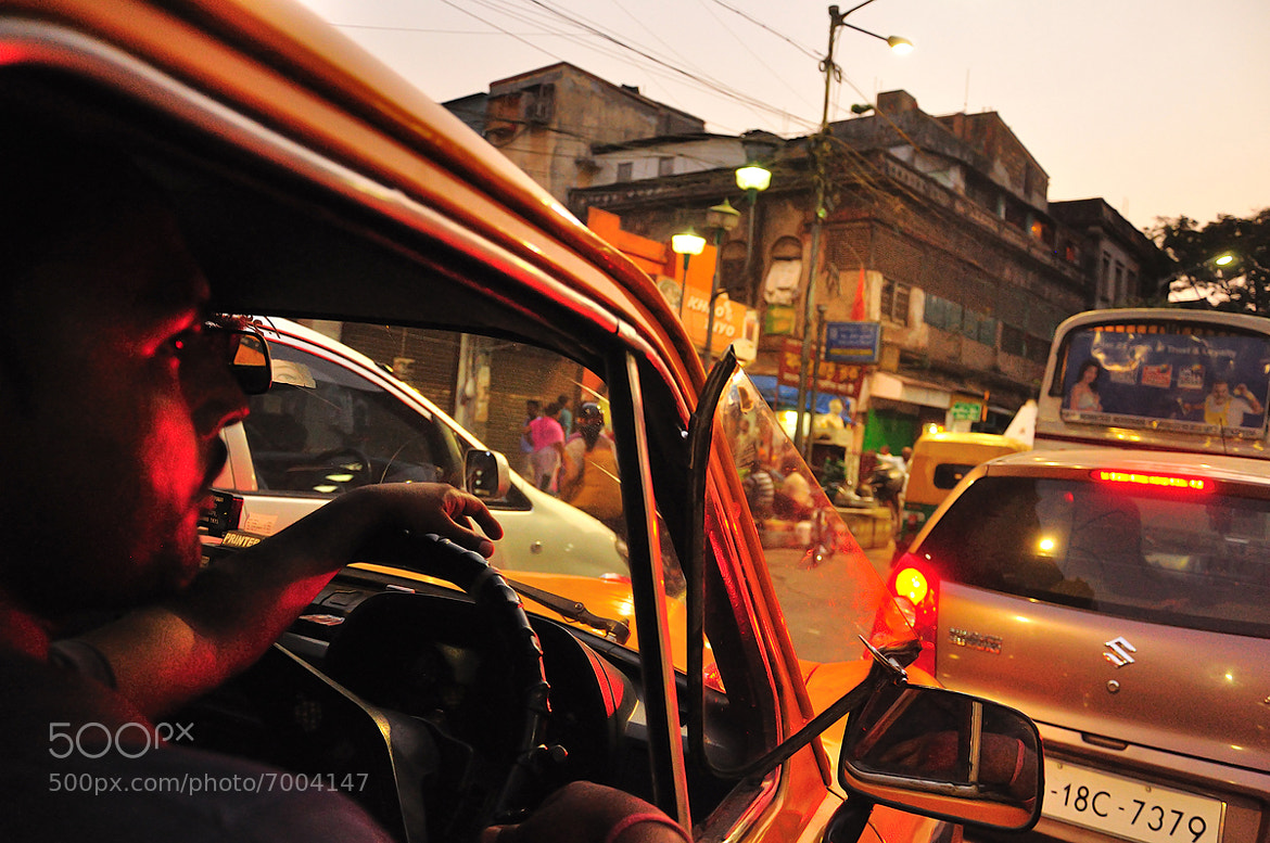 Photograph traffic in kolkata  by Nutthavood Punpeng on 500px