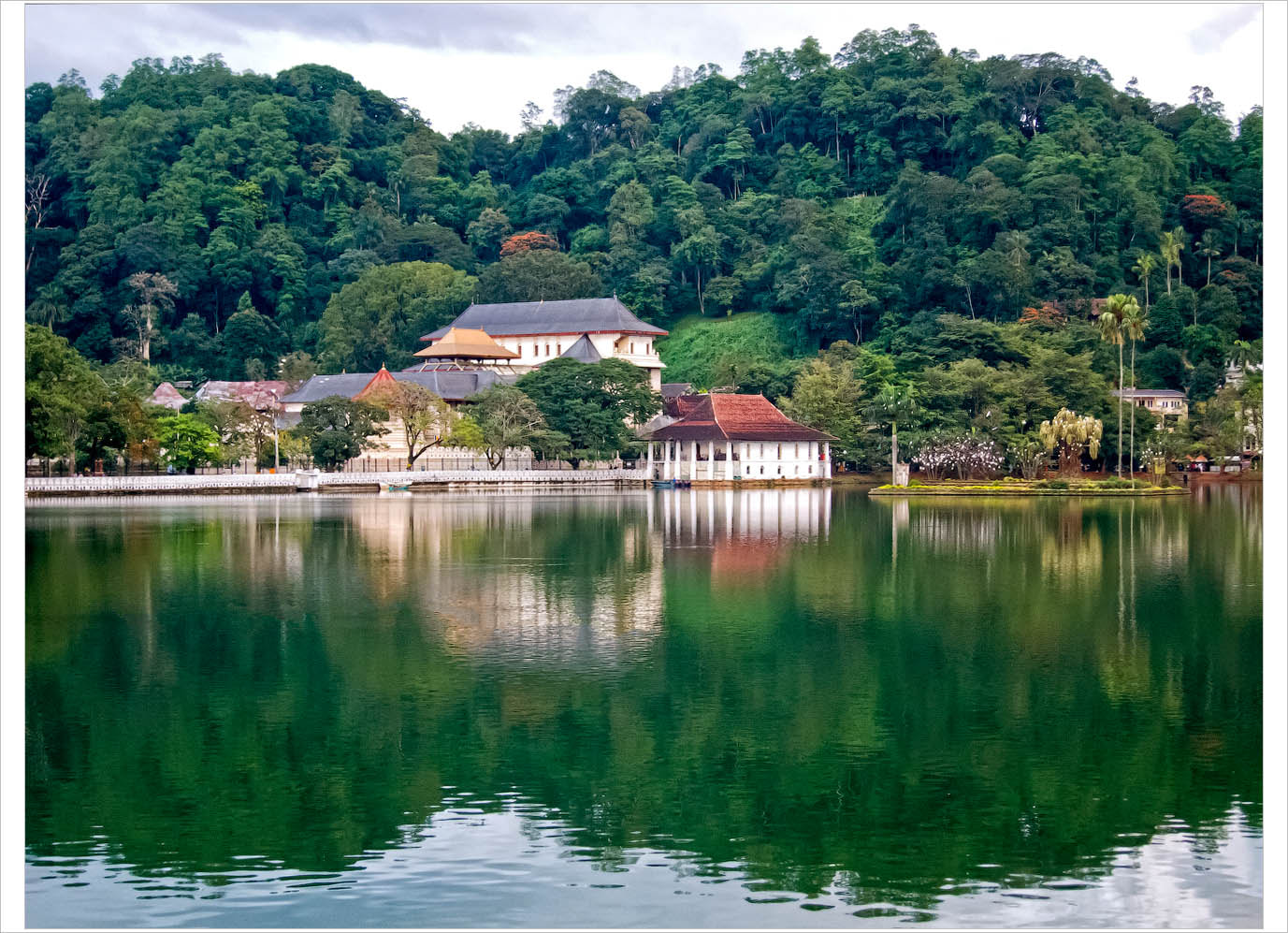 Photograph Temple of the Tooth in Kandy by Alexandr Popov on 500px