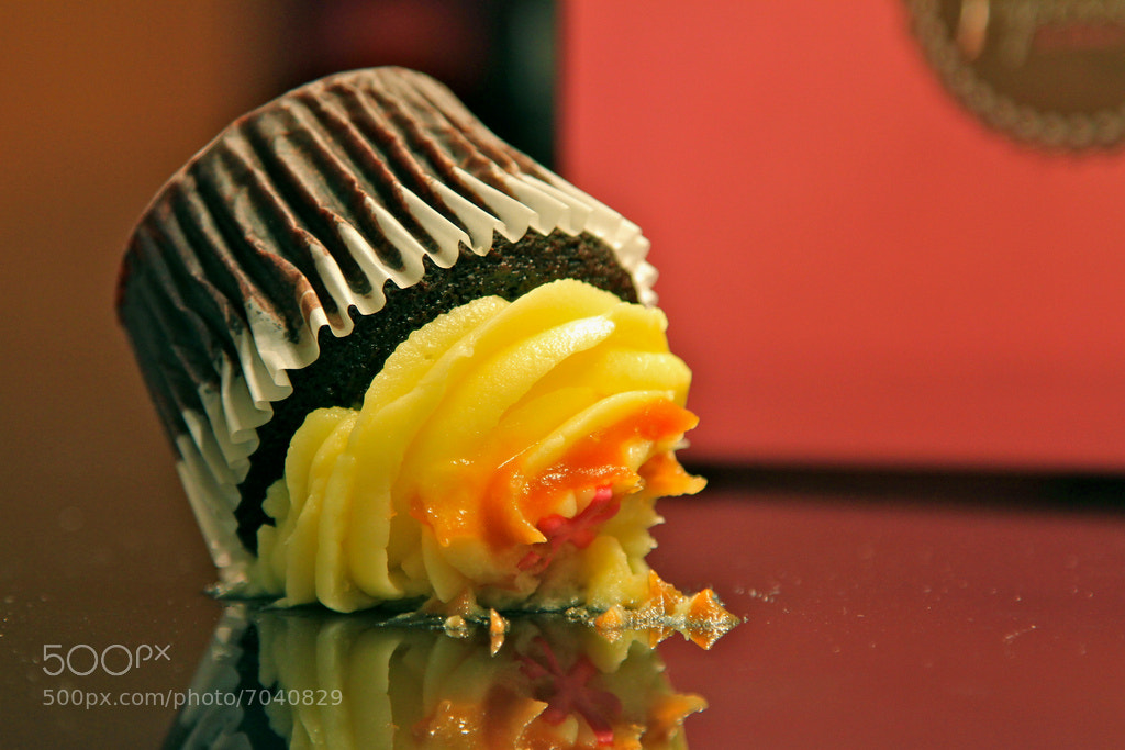 Photograph Dropped cupcake! by Việt Nguyễn on 500px