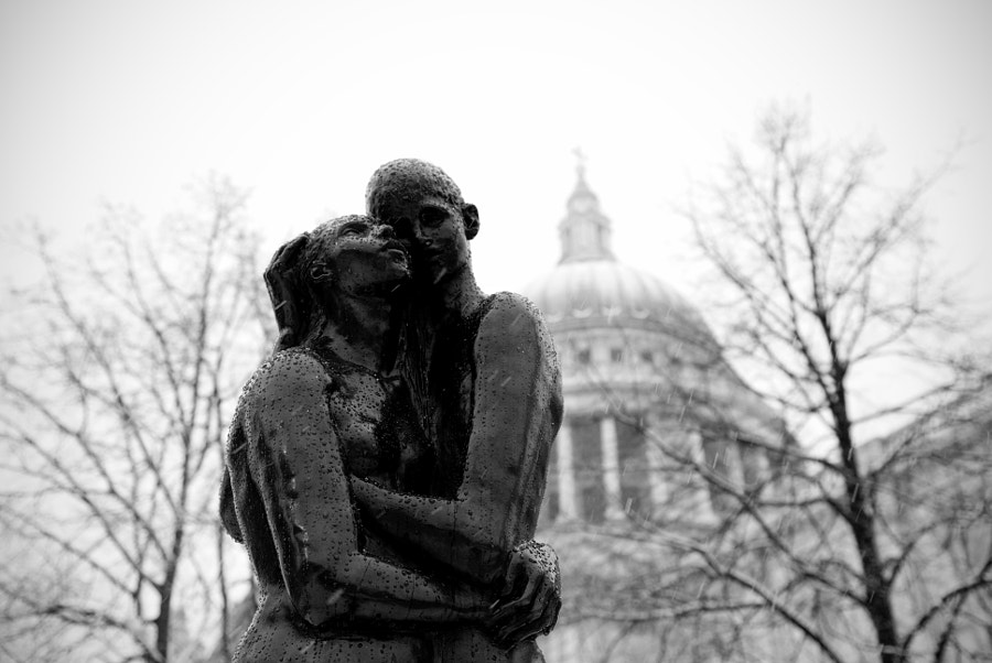 Young lovers at St.Paul by VahnWojciechowsky on 500px.com