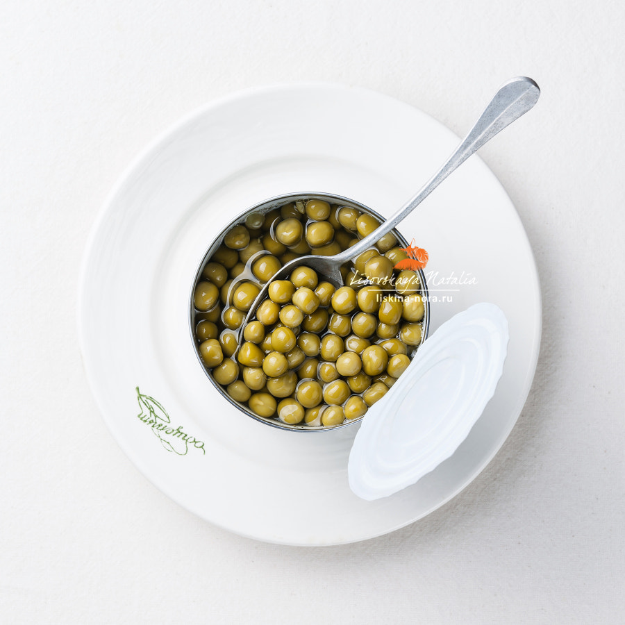 Canned green peas in tin can