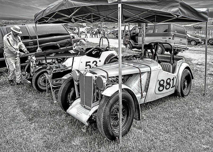 MG T Series Racers Padddock (b/w)