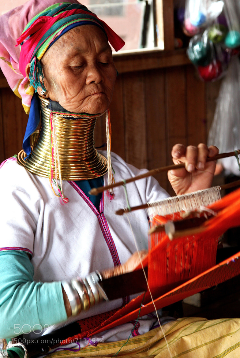 Photograph WOMAN - WEAVING by armando cuéllar on 500px