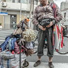 ������, ������: a street peddler at North Bund