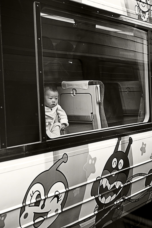 Photograph Baby in a train by Jesús Vallejo on 500px