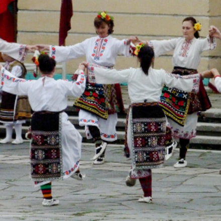 "Bulgarian national dance ""Horo"""
