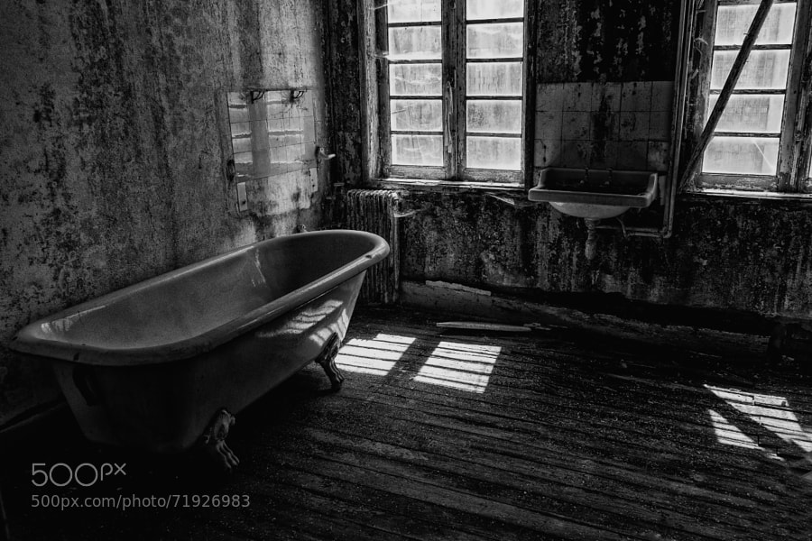 Photograph Bath by Luis Borges Alves on 500px