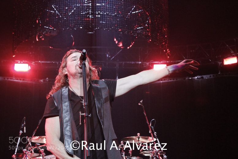 """Drama Y Luz"" Tour- Oracle Arena, CA, 4/27/2012