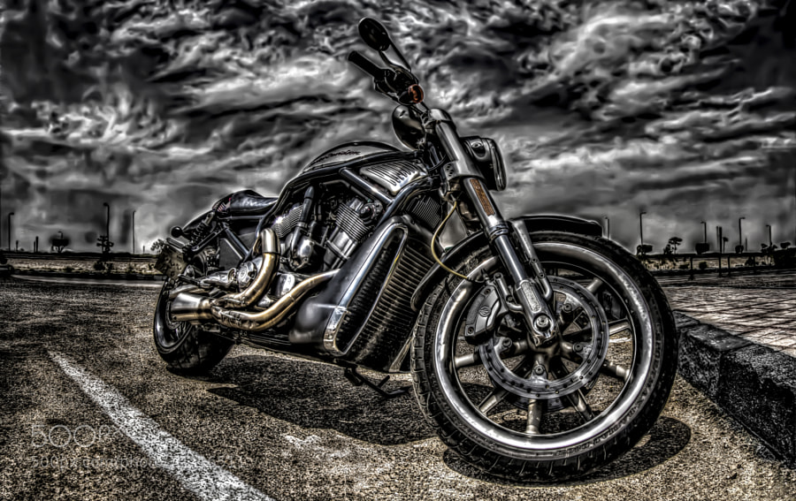 a motorcycle that i found when i was in a petrol station and it's a HDR capture