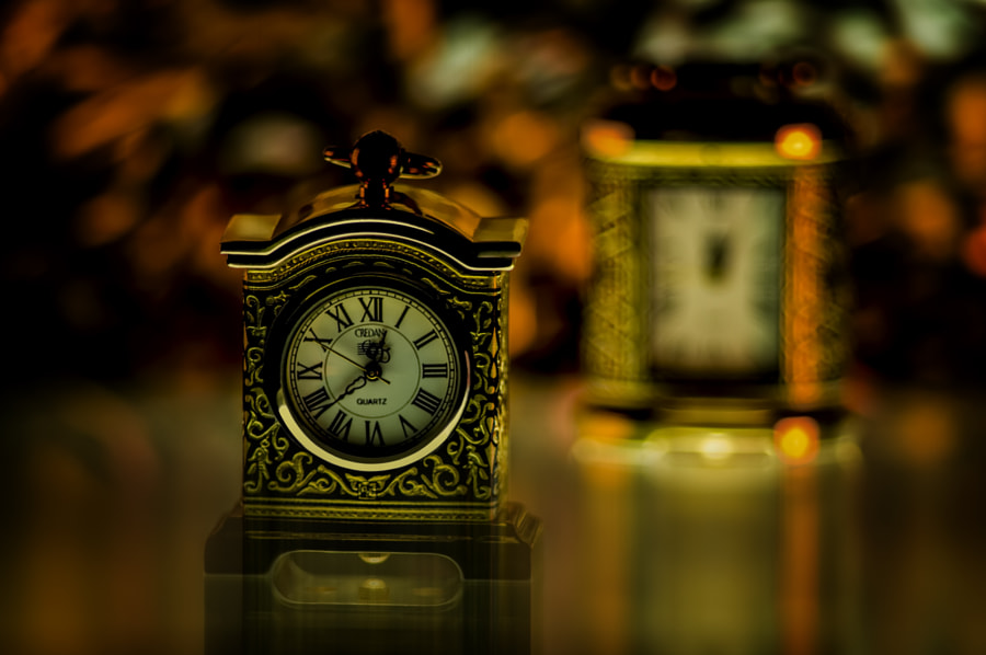 2 mini clocks around 1 inch height each (2.5cms) captured with tele 80-320 and 1 macro ring manual focus