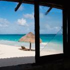 vieja cabaña frente al mar en la riviera maya