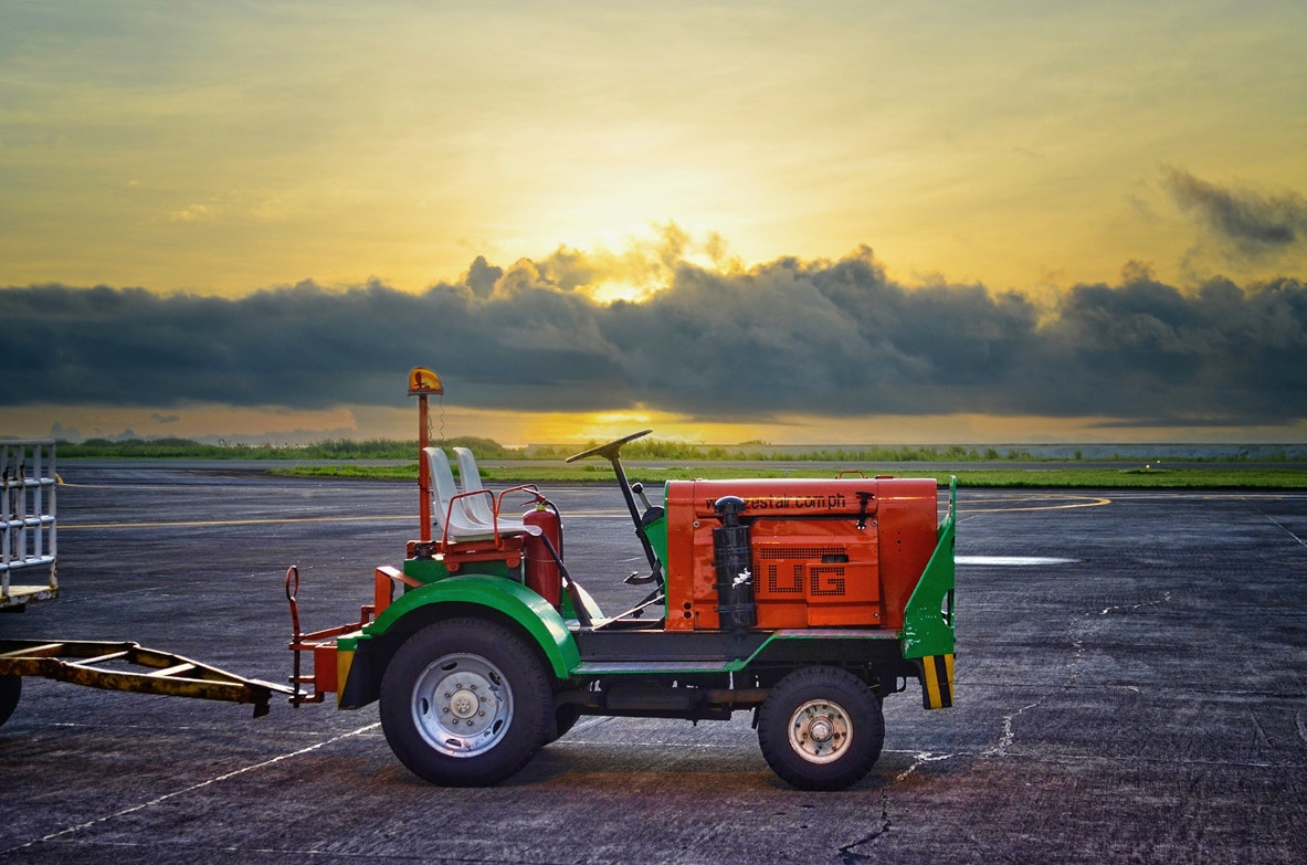 Photograph The baggage carts mover by Vey Telmo on 500px