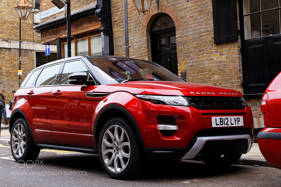 Photograph Range Rover Evoque in London by Waren Osyo on 500px