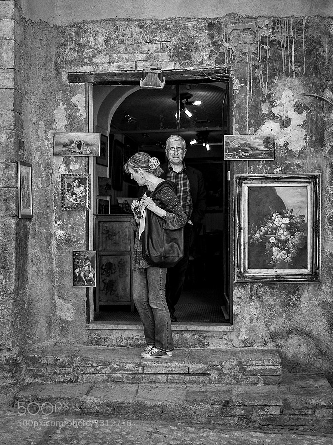Couple exit an italian art shop