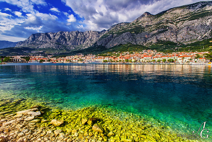 Makarska, in clinch between the crystal Adriatic and dramatic Biokovo