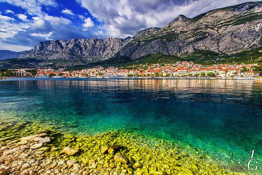 Makarska, in clinch between the crystal Adriatic and dramatic Biokovo