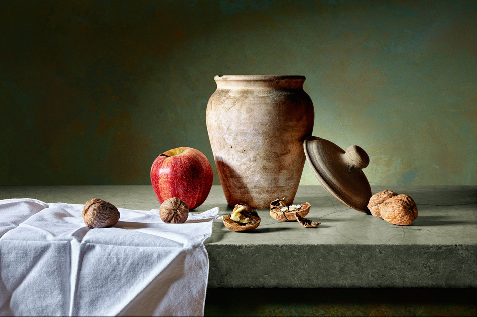 Photograph Appel, nuts an vase by Antonio Díaz on 500px