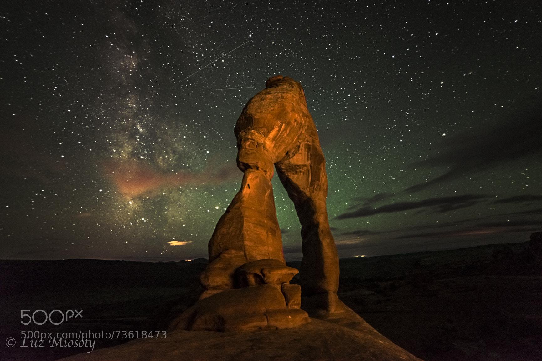Photo Delicate Arch and Milky Way par Luz Miosoty Ortiz on 500px