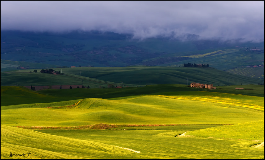 Photograph Contrasts in the Val d'Orcia by Emanuele Torrisi on 500px