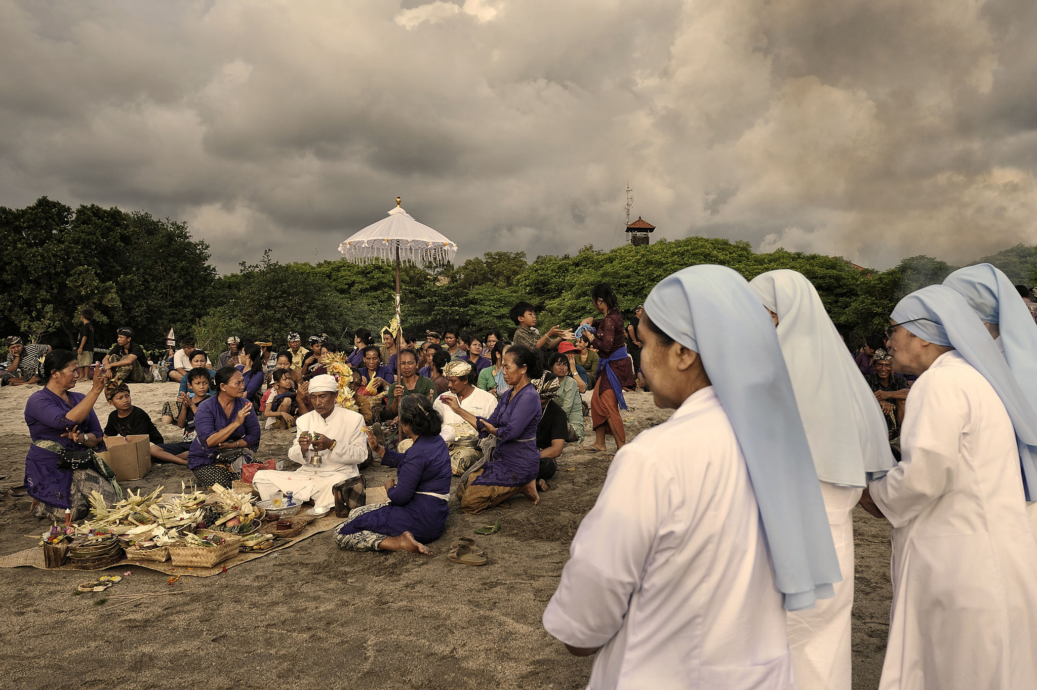 Photograph A Balinese Funeral  by toonman blchin on 500px