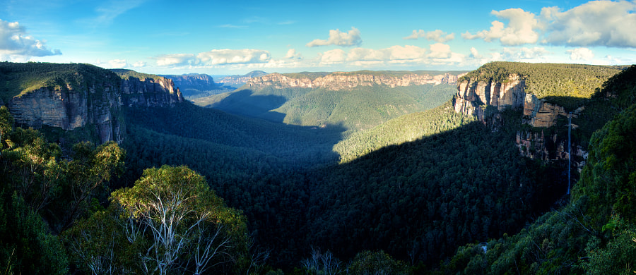 Govetts Leap Lookout, in Blackheath, NSW, Australia. Bridal Veil Falls can be seen on the right.