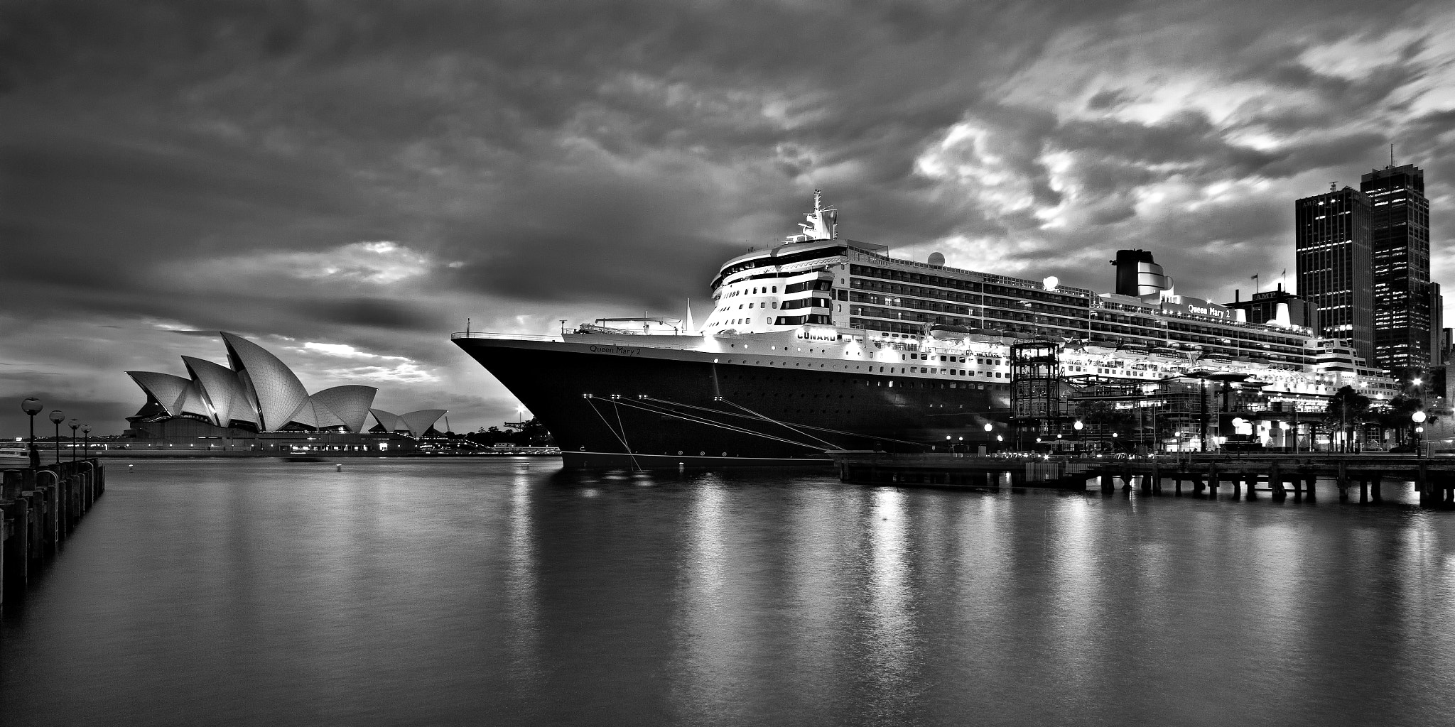 Photograph The Queen and the Opera by Stanley Kozak on 500px