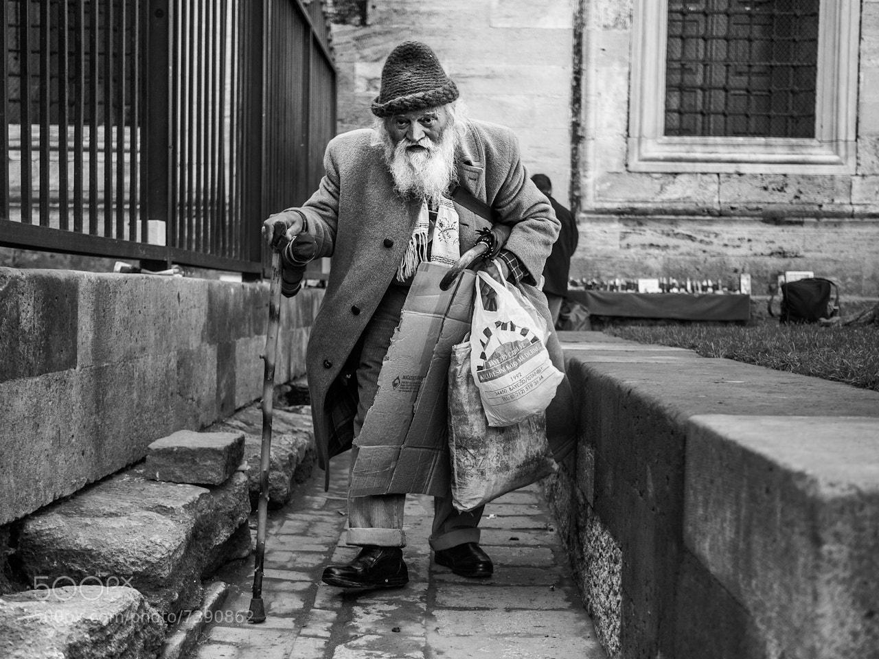 Photograph Walking towards me, Istanbul by Adde Adesokan on 500px