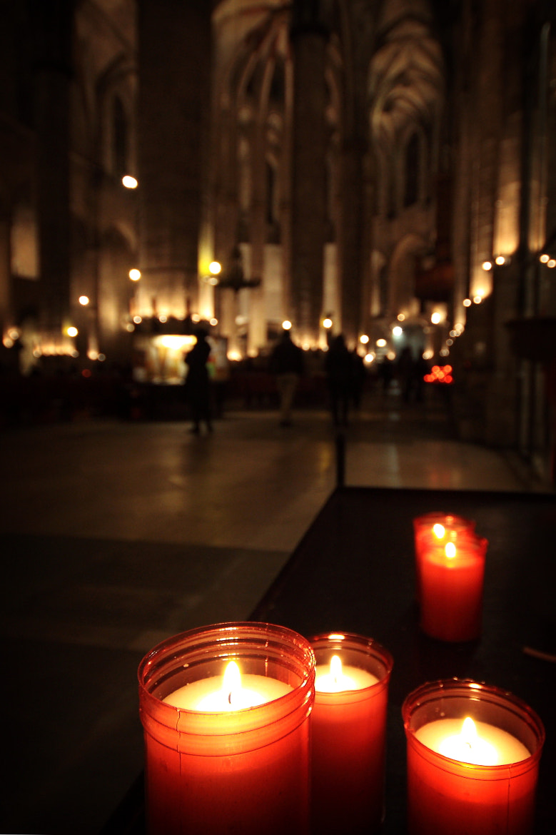 Photograph votive candles by Isabel  Rosero on 500px
