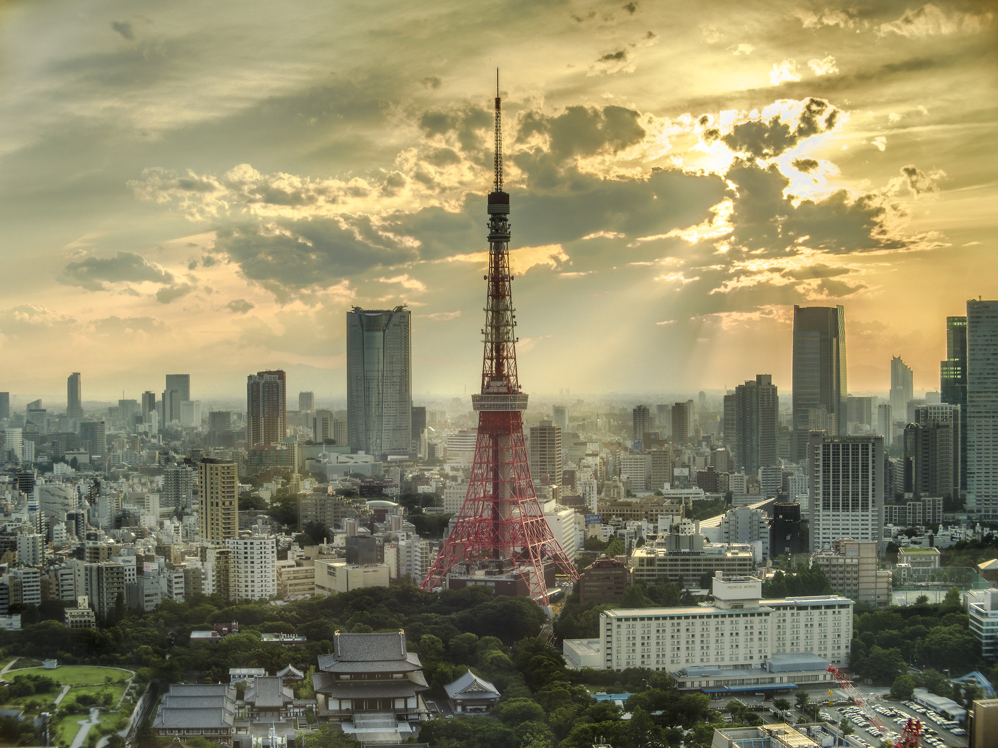 Photograph Tokyo Tower in sunset glow by Yumiko Sato on 500px