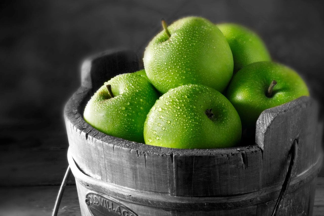 Photograph Apples by Daniel Sk on 500px
