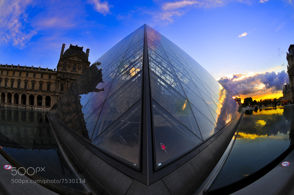 Photograph Different point of view - Louvre by Haroldo Braune on 500px