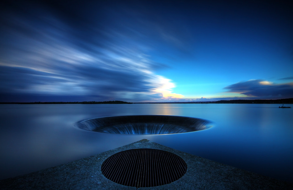 Photograph the hole by Paulo Nogueira on 500px