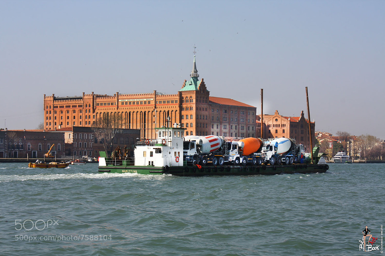 Photograph Venezia, trasporto bettoniere by Domenico Vecchio S. on 500px