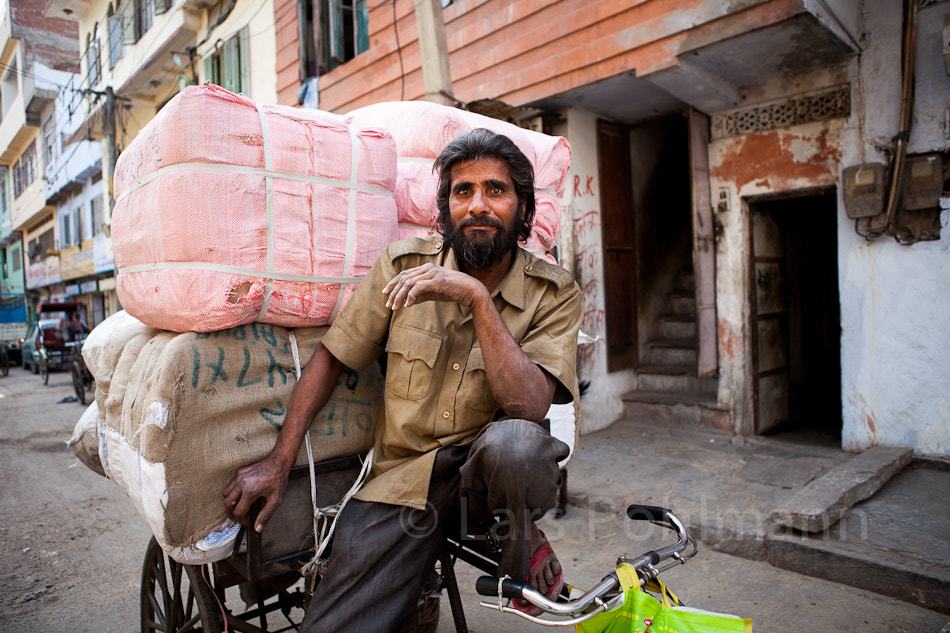 Photograph Bicycle Courier in Jaipur by Lars Pohlmann on 500px