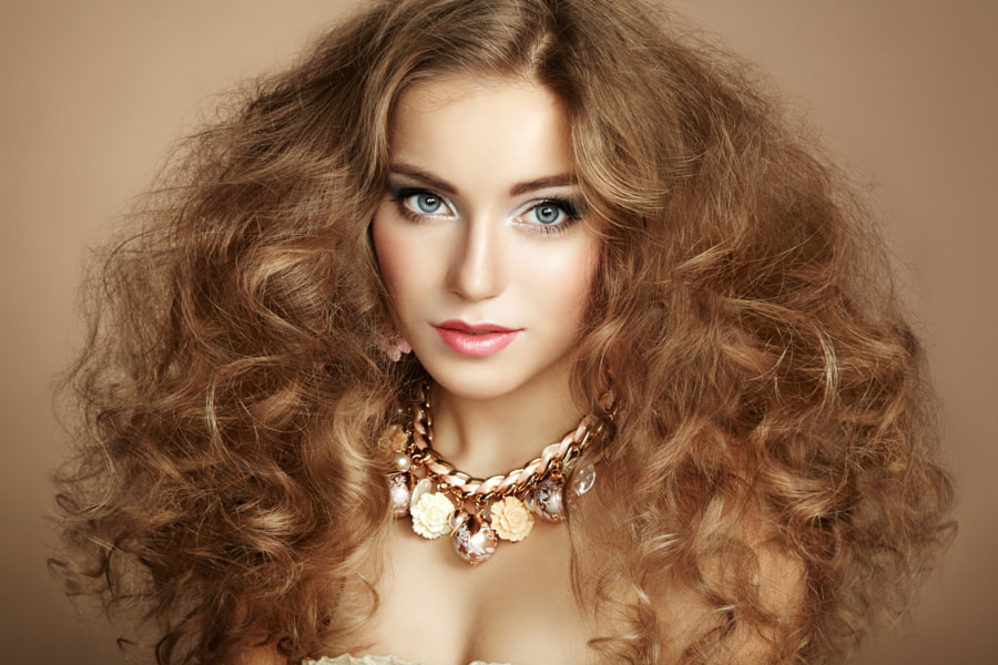 Portrait of young beautiful woman with jewelry by Oleg Gekman on 500px.com