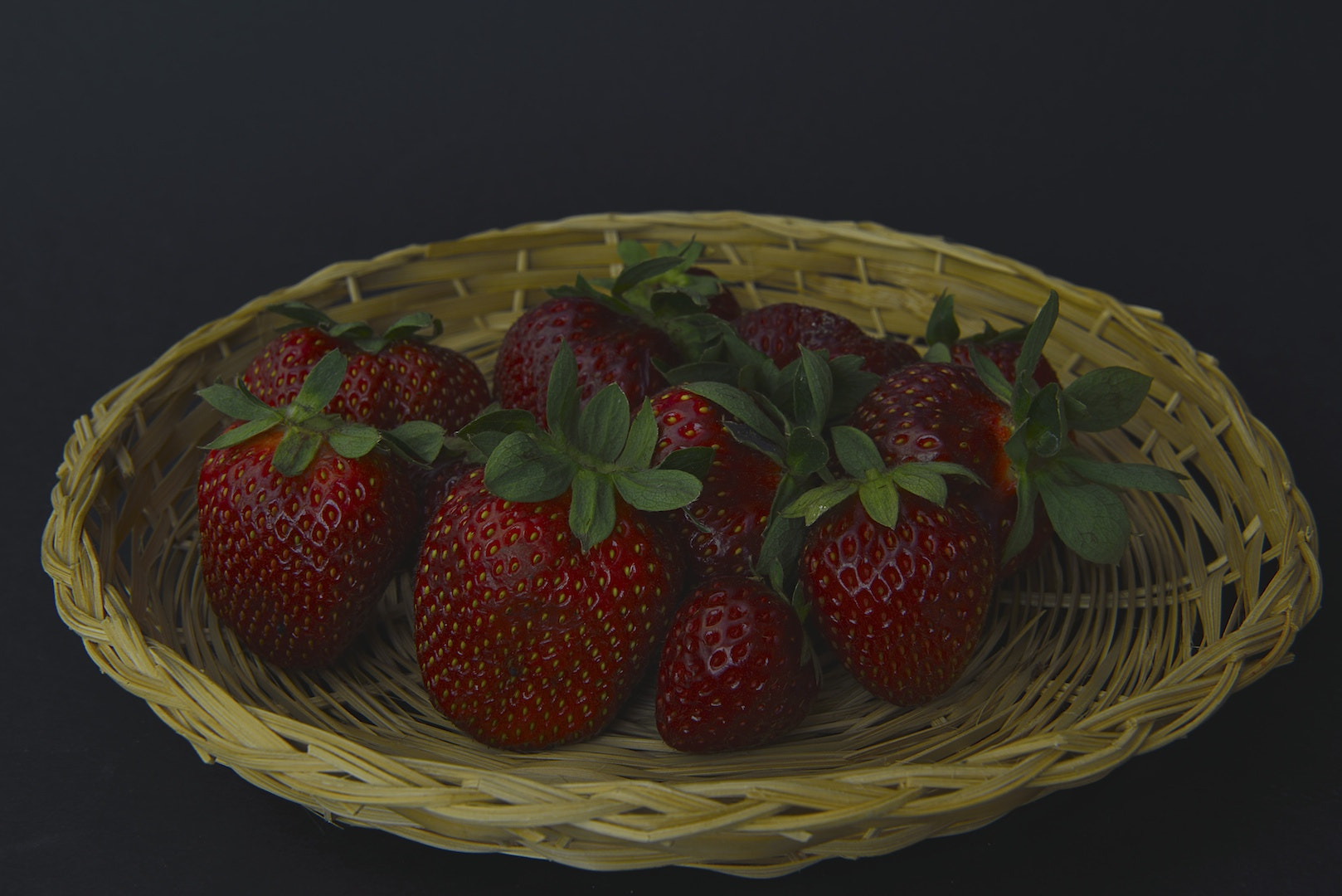 Photograph A basket of strawberries by Andrea Rapisarda on 500px