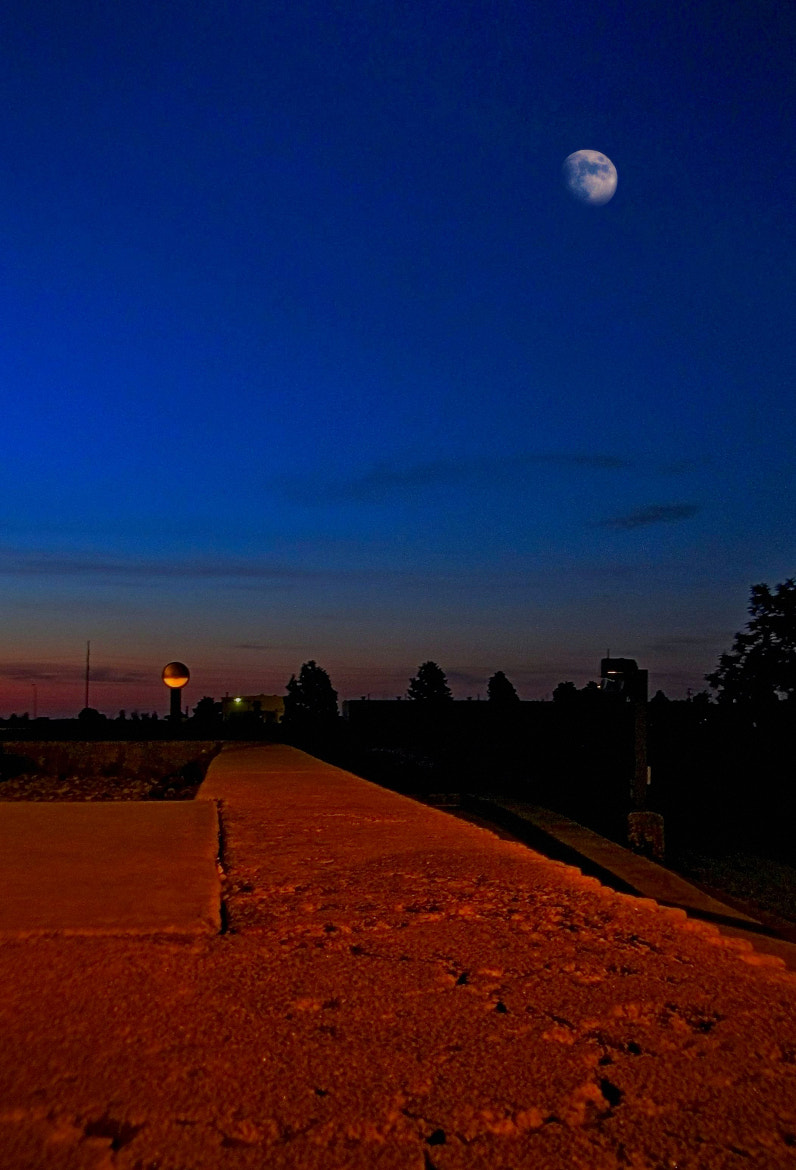 Photograph Morning Moon by Johnny Gomez on 500px