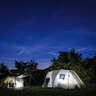 Постер, плакат: Tents in clear night