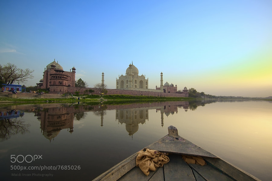 Photograph Sailing in Yamuna by Maidi Irvan on 500px