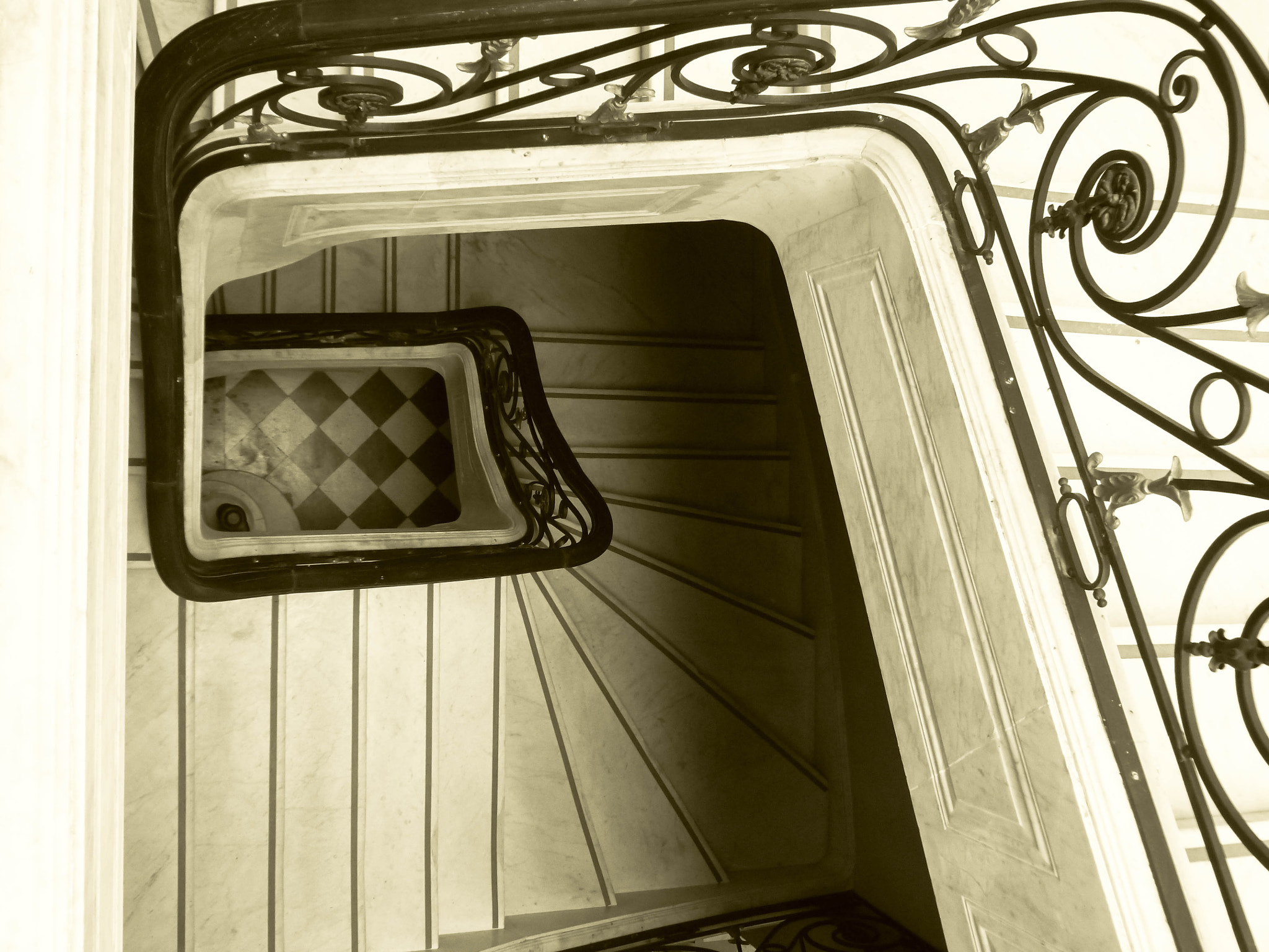 Photograph DOWNSTAIRS by Mirta Mendez Viggiano on 500px