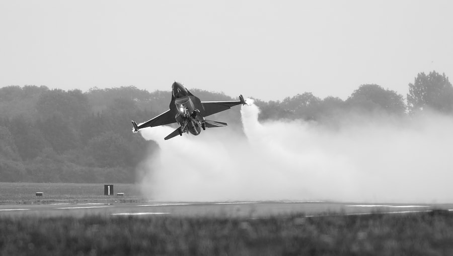 The Belgian F-16 solo display flown by Capt Renaud Thys from 350 squadron, Florennes, Shot taken tw weeks ago during the RIAT airshow on Fairford AFB in Gloucester, England.  Regards, Harry