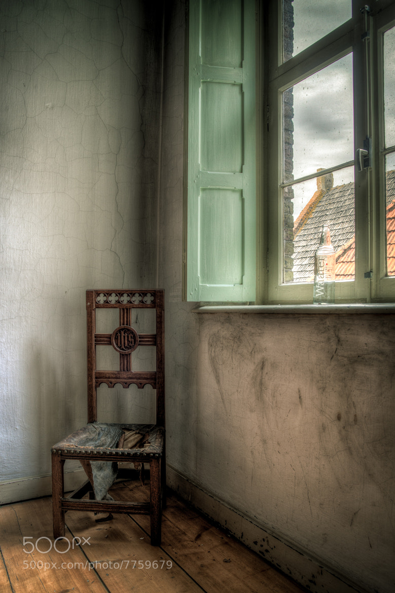 Photograph Broken chair by Raymond van der Hoogt on 500px