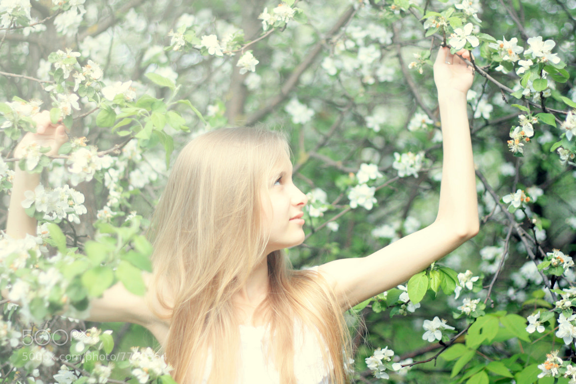 Photograph apple and Kate by Natali Ilyuhina on 500px