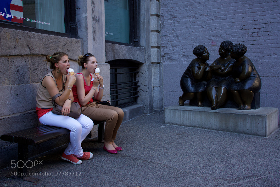 Photograph Eating and chatting  by Emmanuel Dubois on 500px