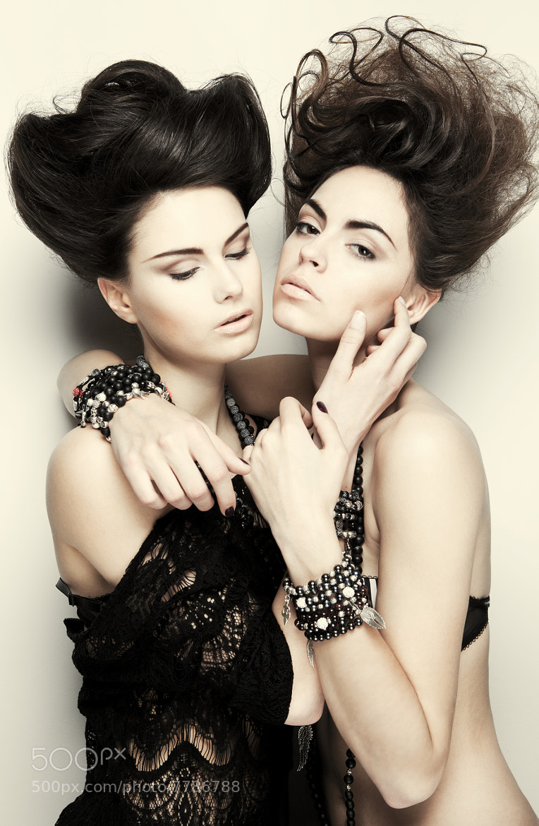 Photograph Shoot test with Pauline & Alexia by Jordane Alcantara on 500px