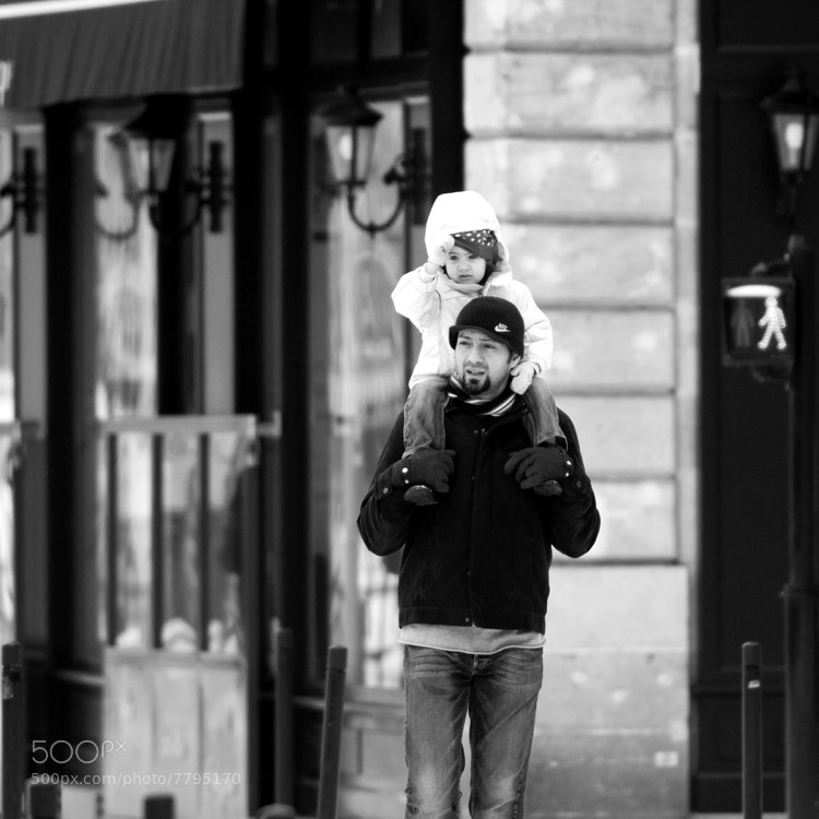 Father and daughter out for a walk on a cold Sunday morning in Bordeaux (France).