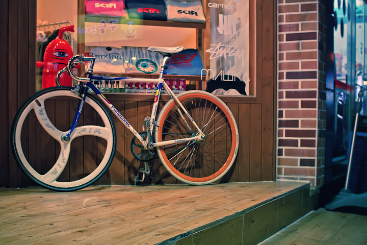 Photograph Mr Alien wants to ride his bike home by iShoot Street on 500px